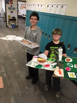 Students with turkey placemats