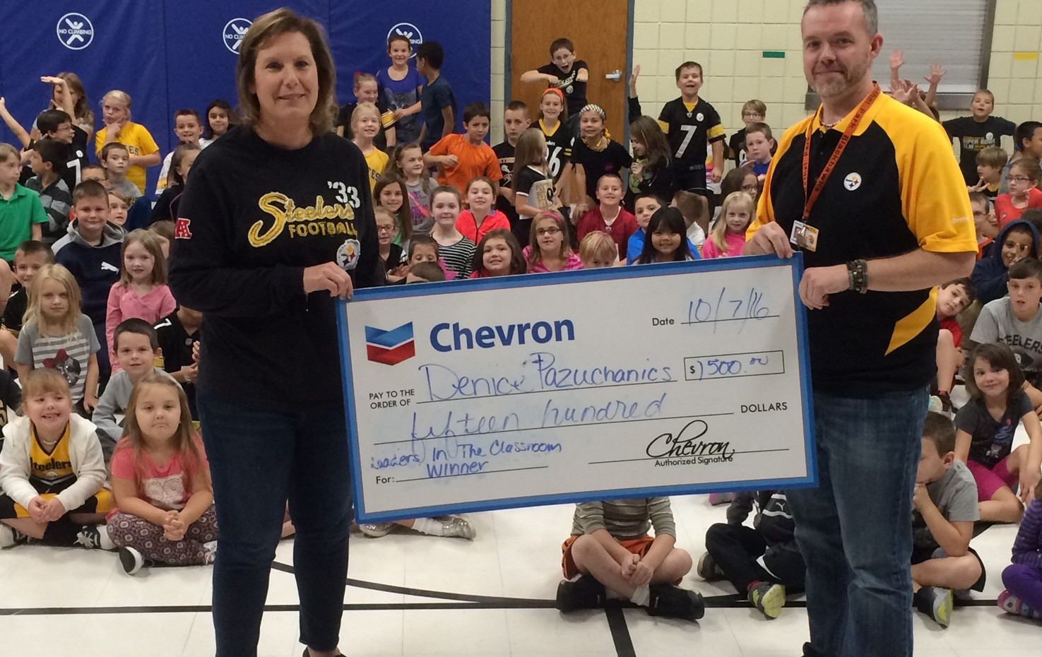 Lincoln Librarian Denice Pazuchanics Named A Leader In The Classroom By Chevron And The Steelers