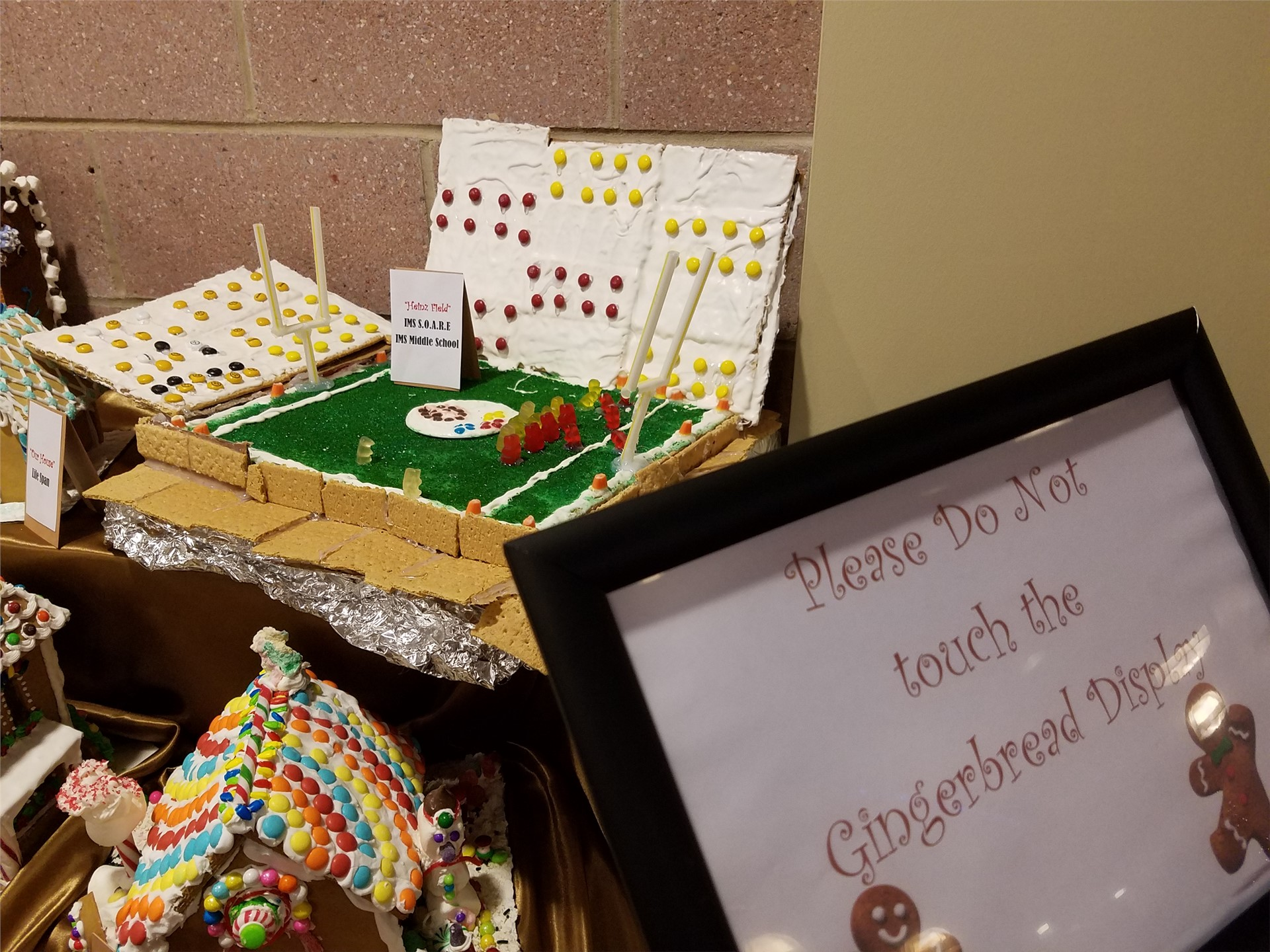 SOARE Gingerbread houses
