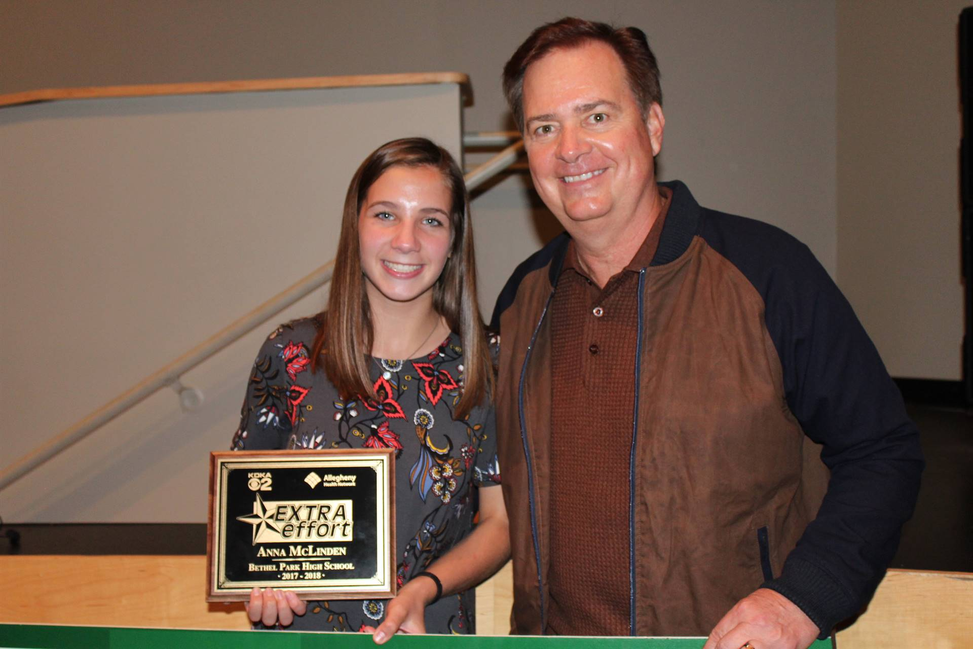Anna McLinden and Bob Pompeani with the Extra Effort Award