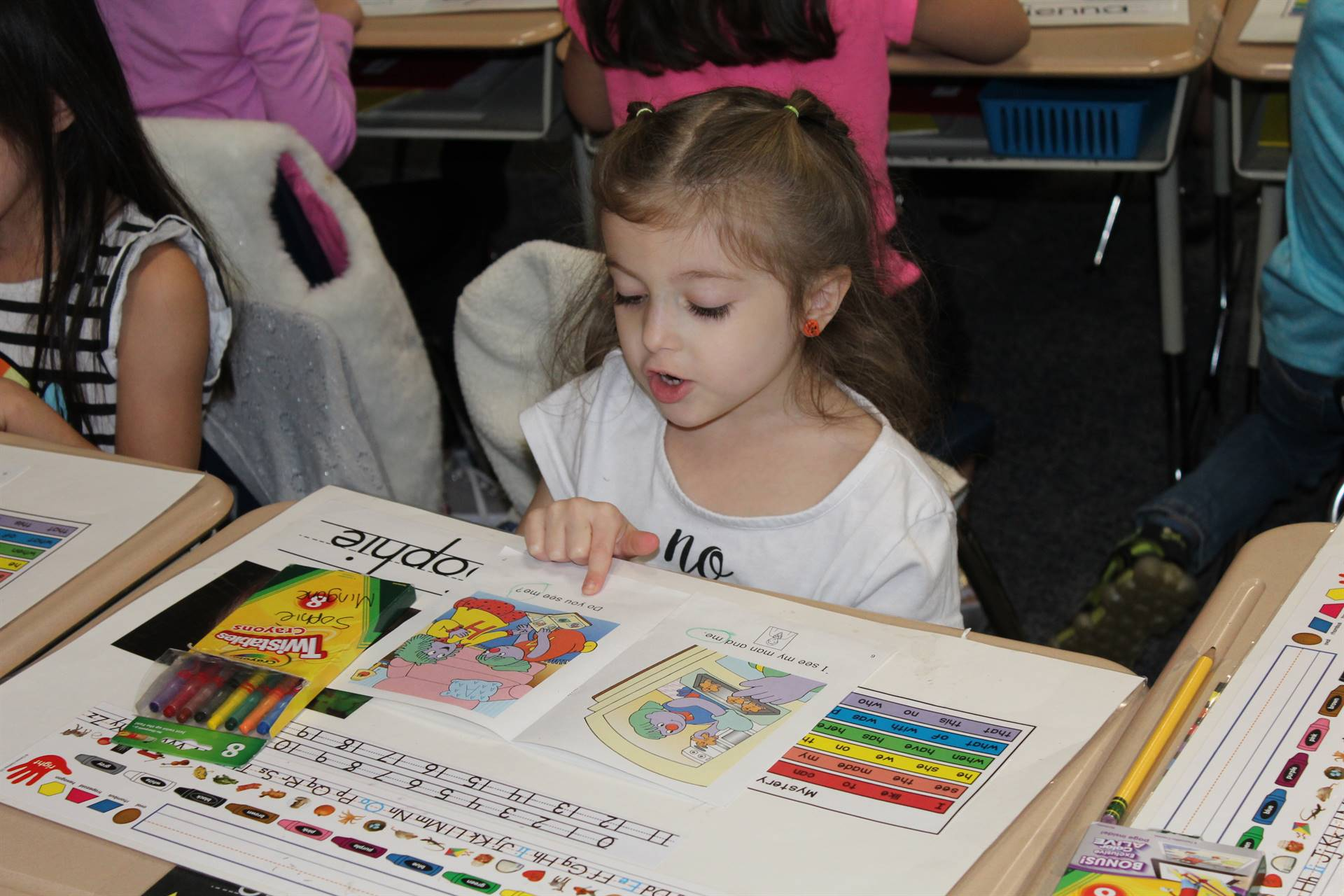Kindergarten students read along with Miss A