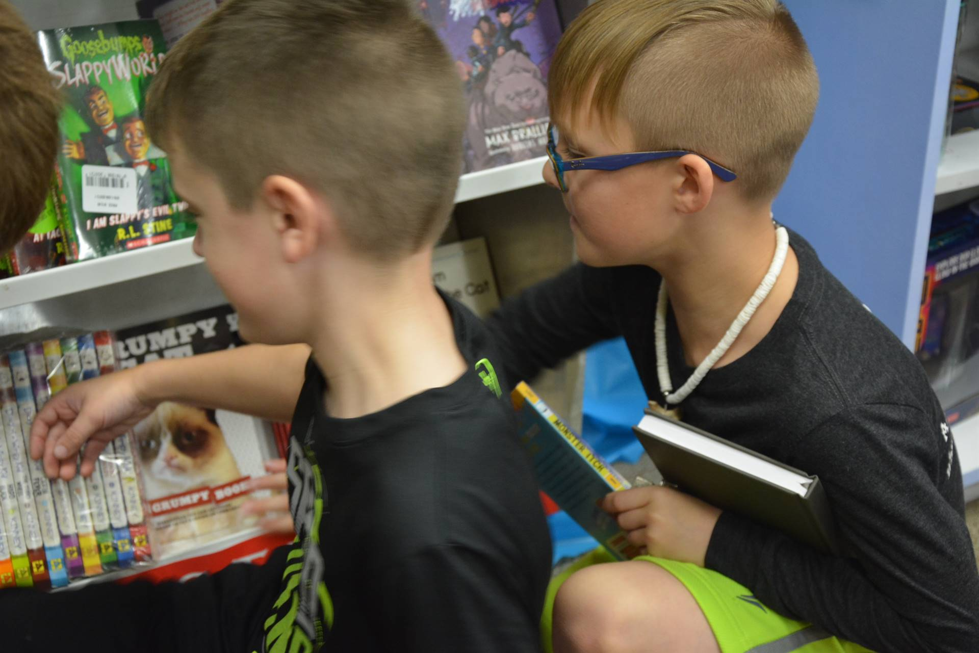 Washington students love the Book Fair