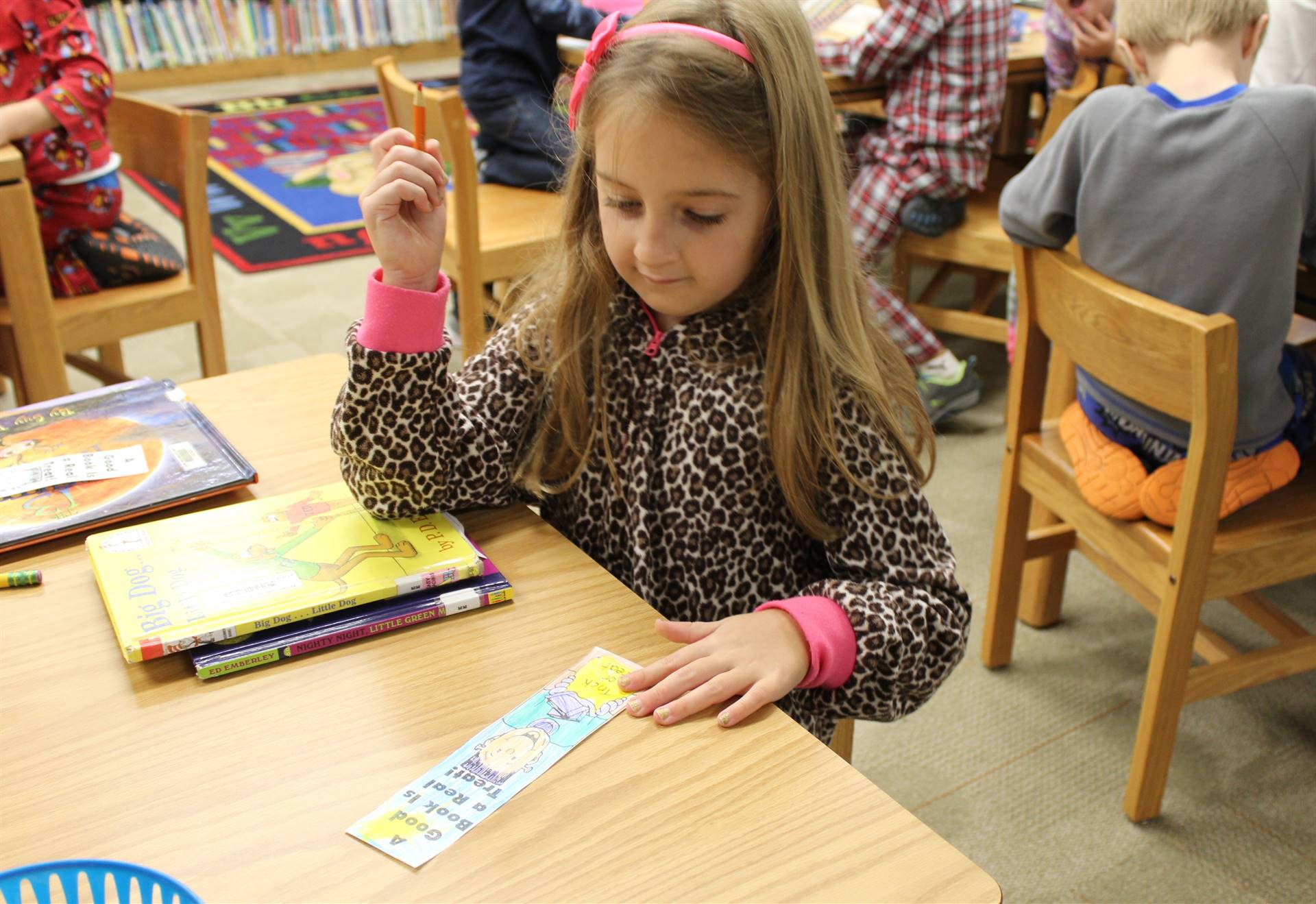 Washington students color bookmarks