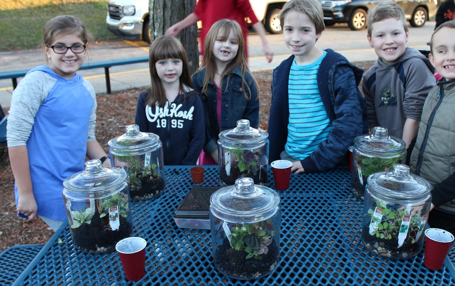 Lincoln Garden Club Students Make Terrariums