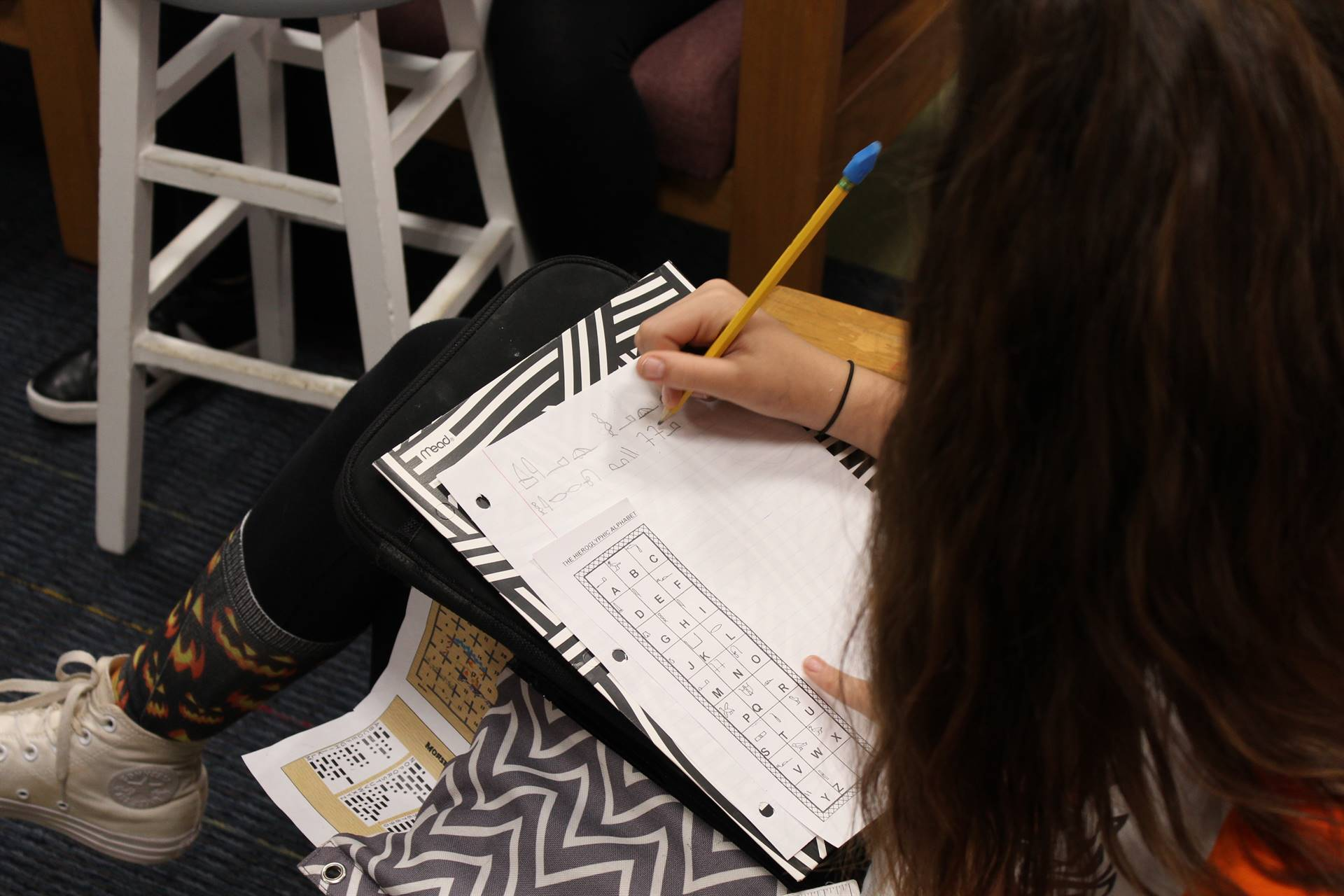 Students write letters to American troops using hieroglyphics