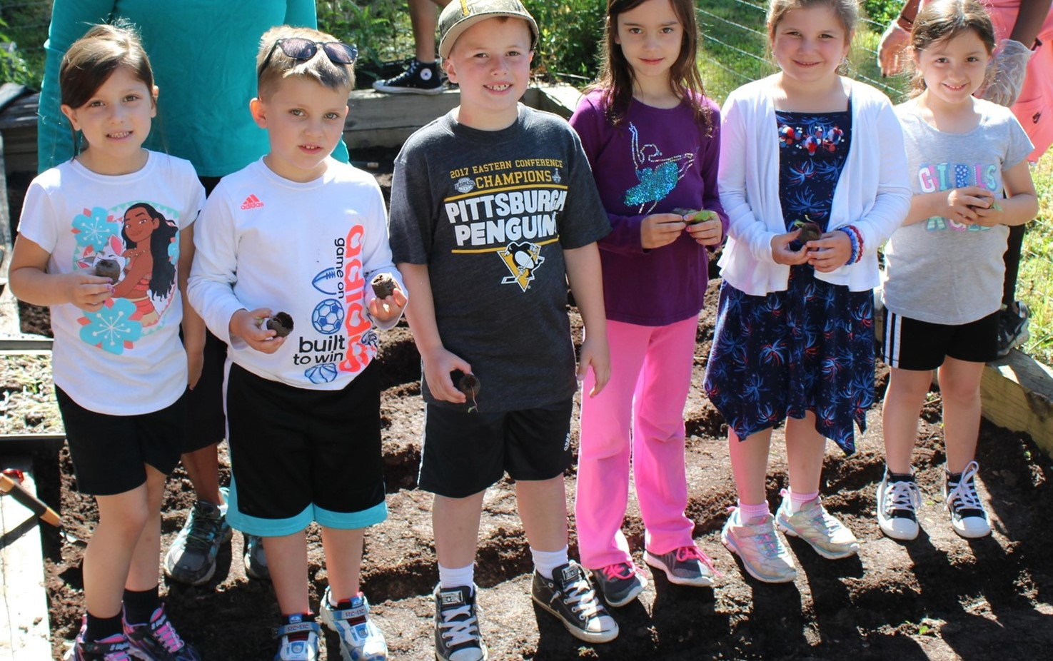 Franklin Students Plant In The Community Garden