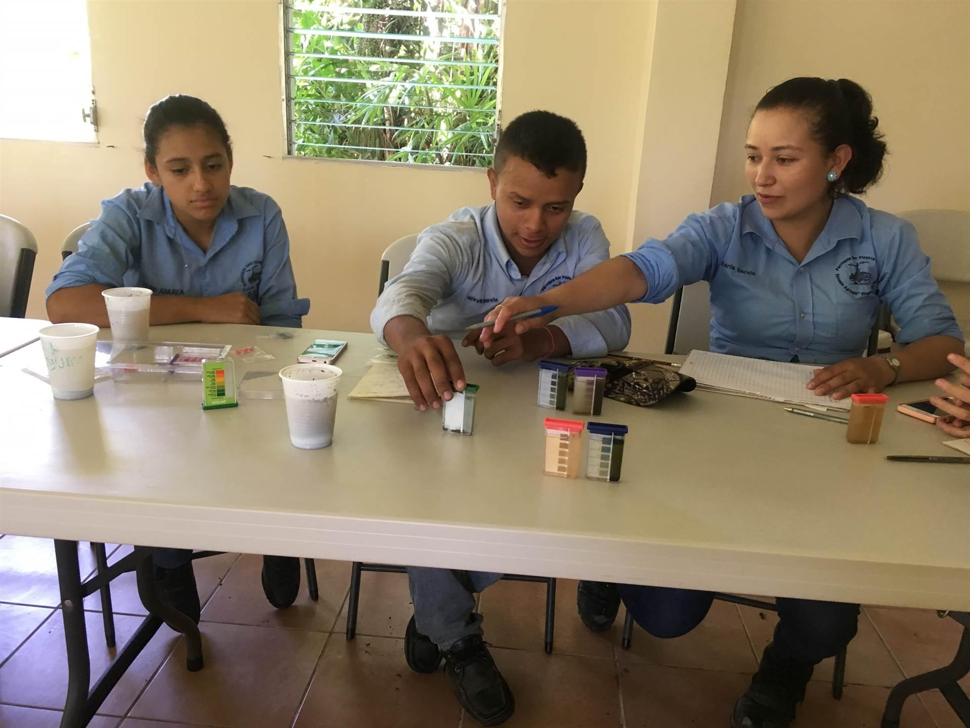 Honduran students at the eco seminar