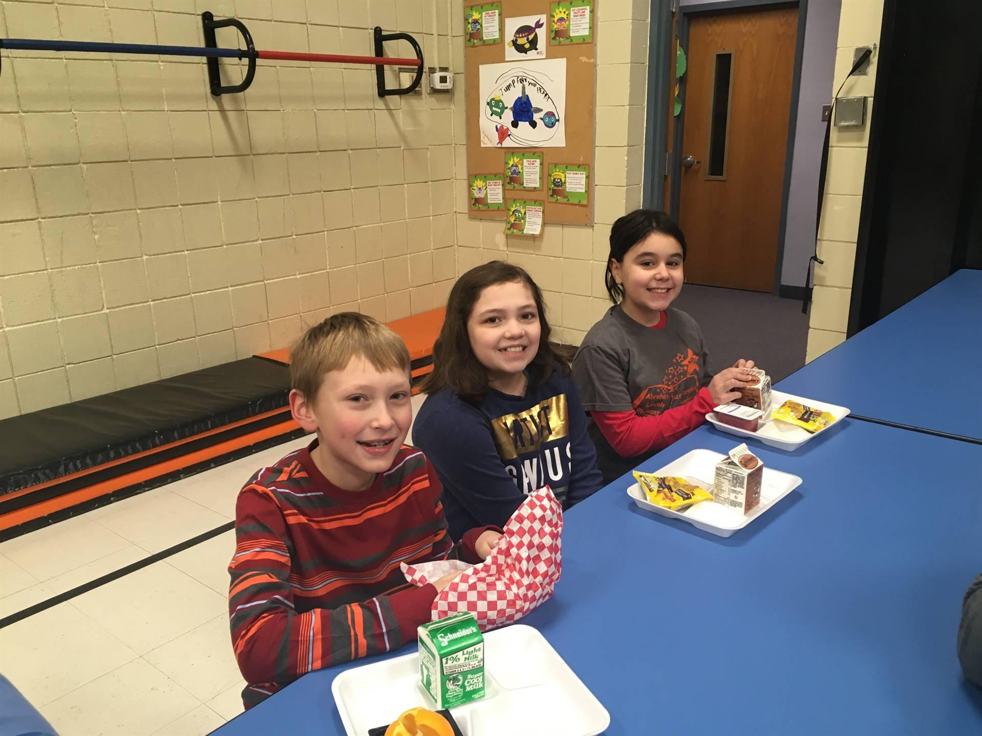 Students eating breakfast