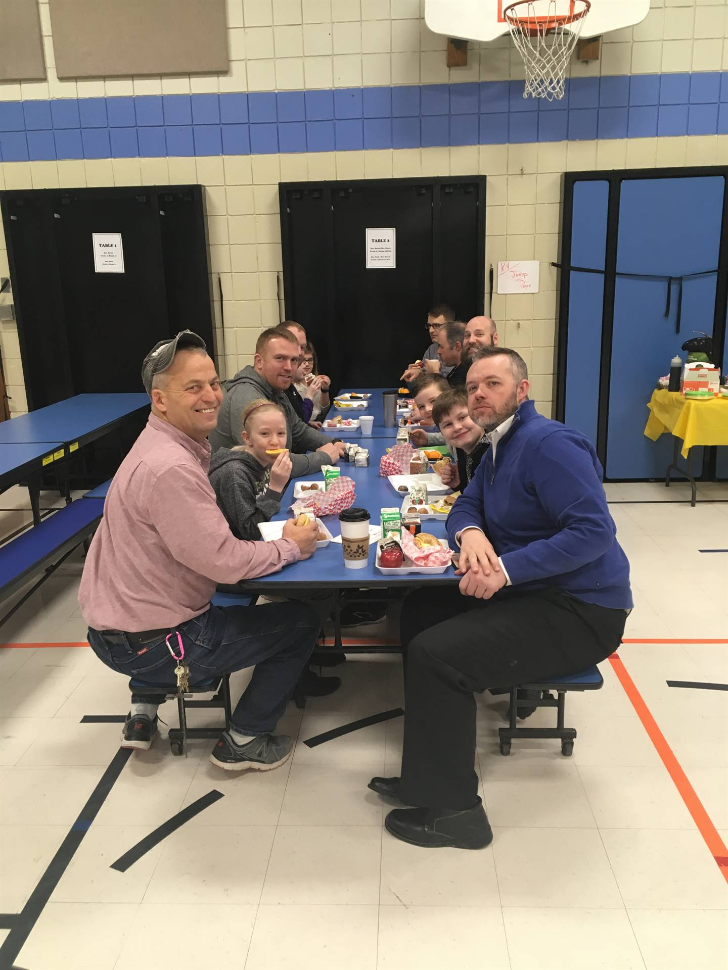 Students eating breakfast with Lincoln teachers