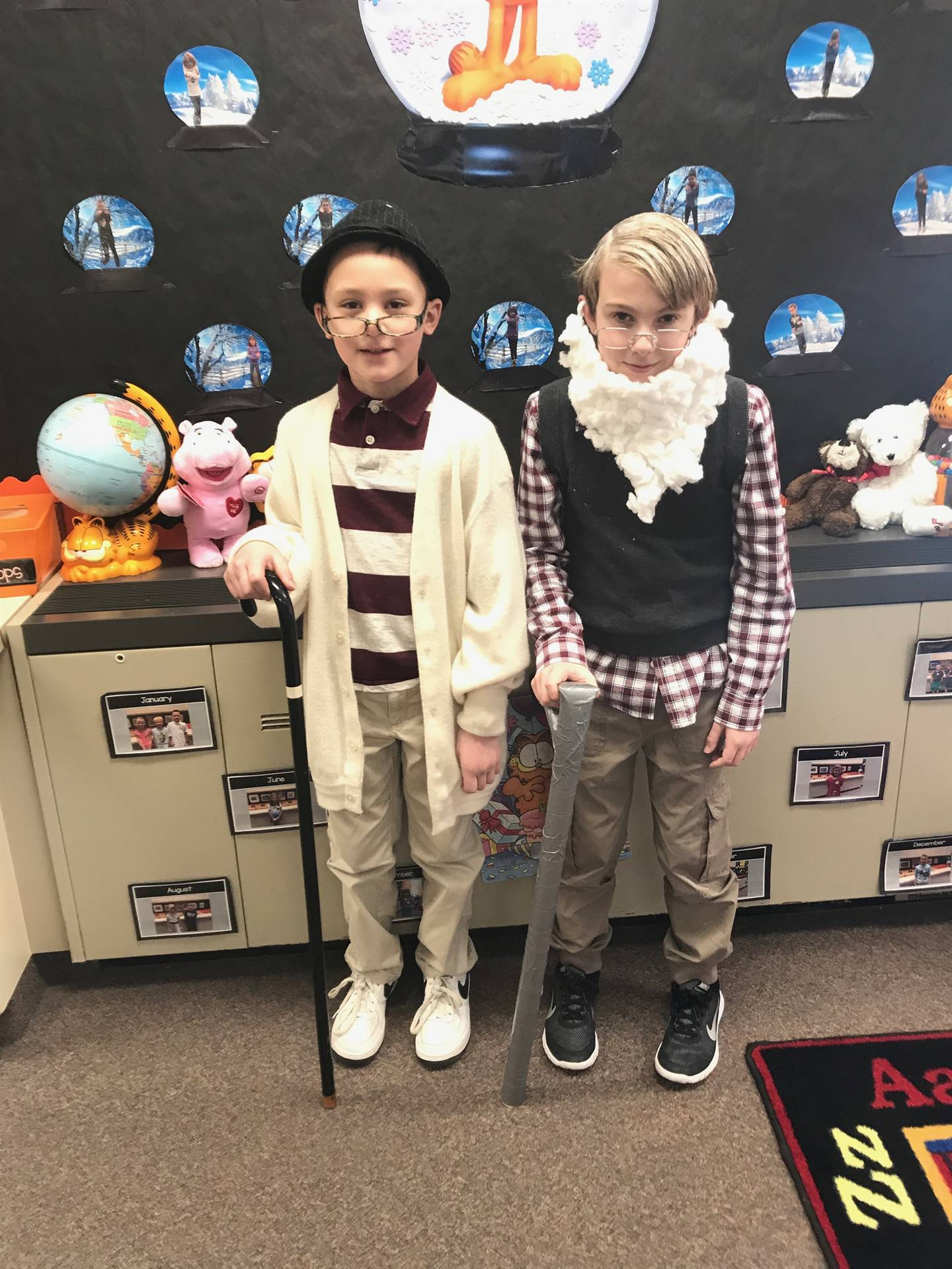 Students dressing as if they were 100 years old