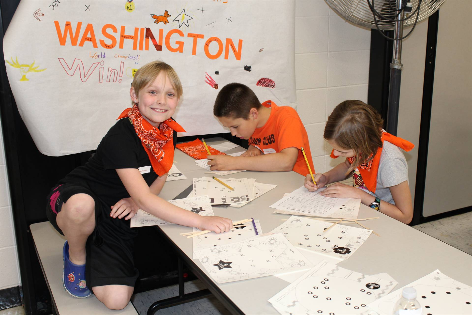 Washington students working on puzzles