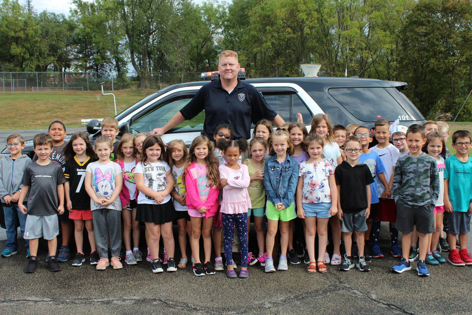 Officer Ken and the first graders