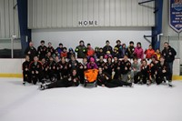 Group photo of everybody on the ice