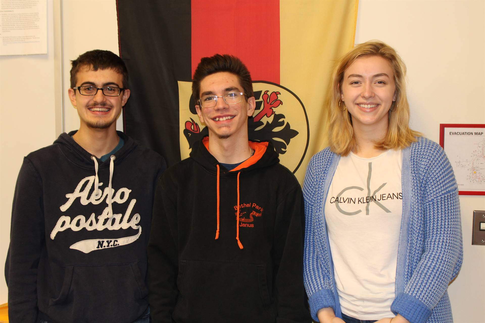 The three German Exam Gold Award winning students